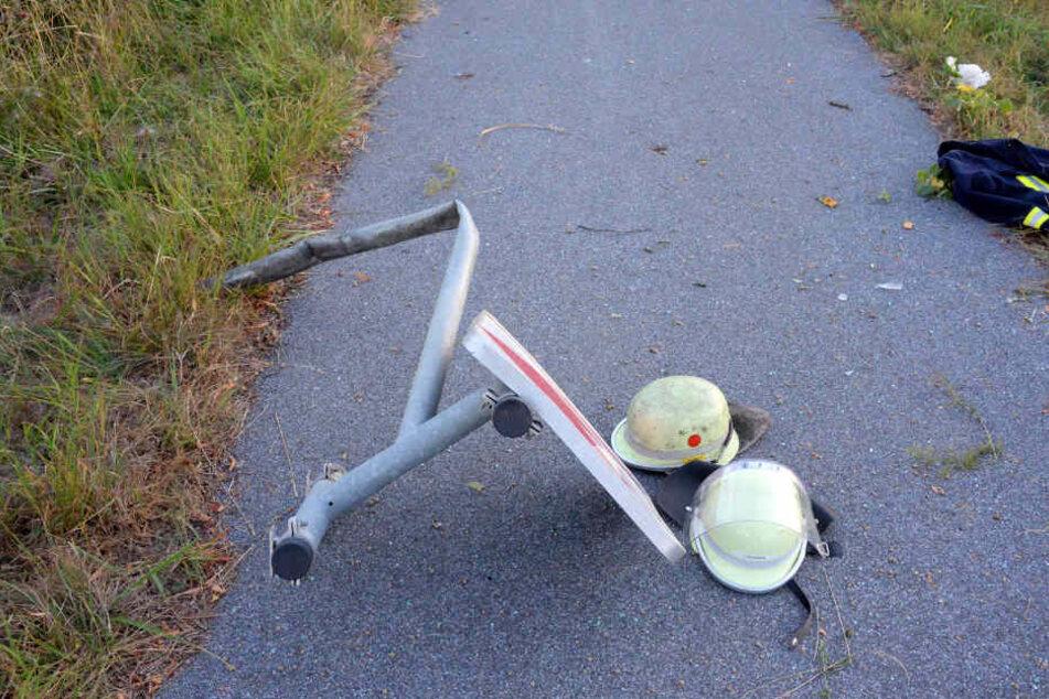 Der Betonklotz eines Schildes wurde gegen eine Radfahrerin geschleudert.
