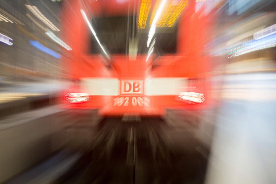 Frau in Regionalbahn sexuell belästigt