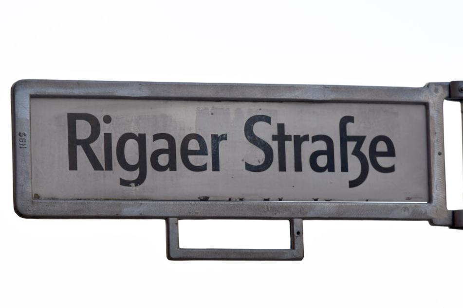 Die Rigaer Straße liegt im Berliner Bezirk Friedrichshain und ist bekannt als Hochburg linker Gruppierungen.