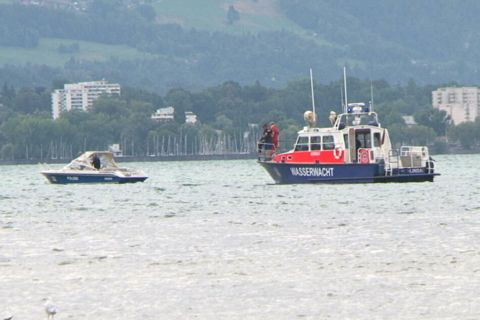Das Polizeiboot Zander und das Wasserwachtboot Barrakuda waren bei der Suche im Einsatz.
