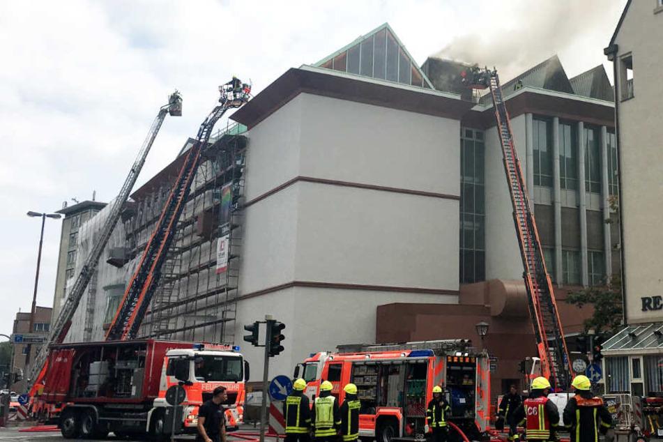 Feuer im MMK in Frankfurt! Museum für Moderne Kunst in Flammen