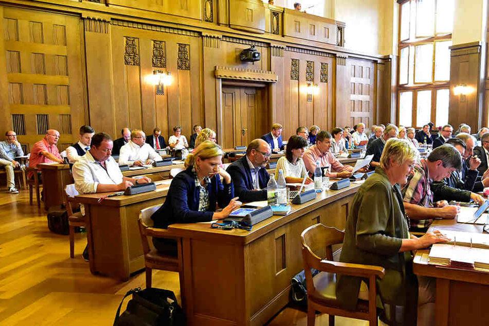 Der Stadtrat schwankt noch, ob er am Freitag auf einer Sondersitzung dem CFC mit einer Finanzspritze unter die Arme greift.