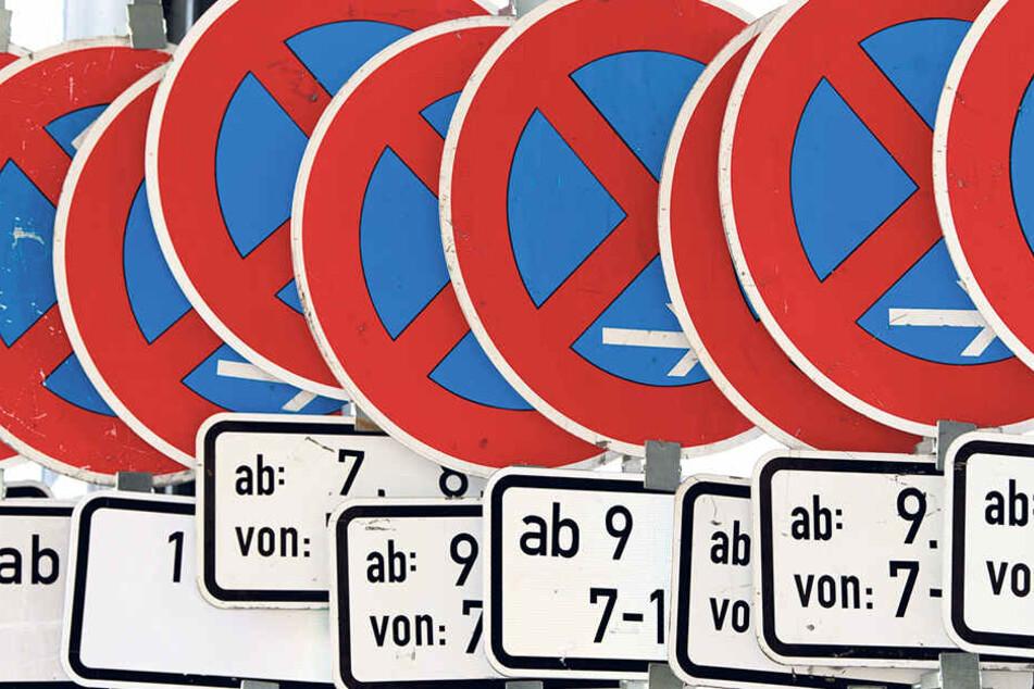Immer wieder werden Verkehrsschilder in Sachsen demoliert, müssen repariert oder gar ganz ausgetauscht werden.