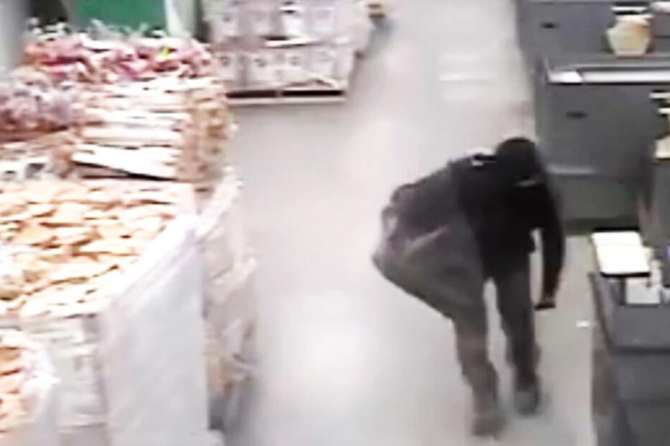 Einbrecher versteckt sich einen Monat lang in Laden, dann klaut er etwas Spezielles!