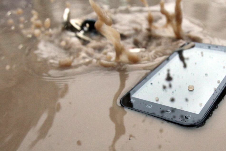 Das Wasser verursachte einen Schaden von rund 60.000 Euro. (Symbolbild)