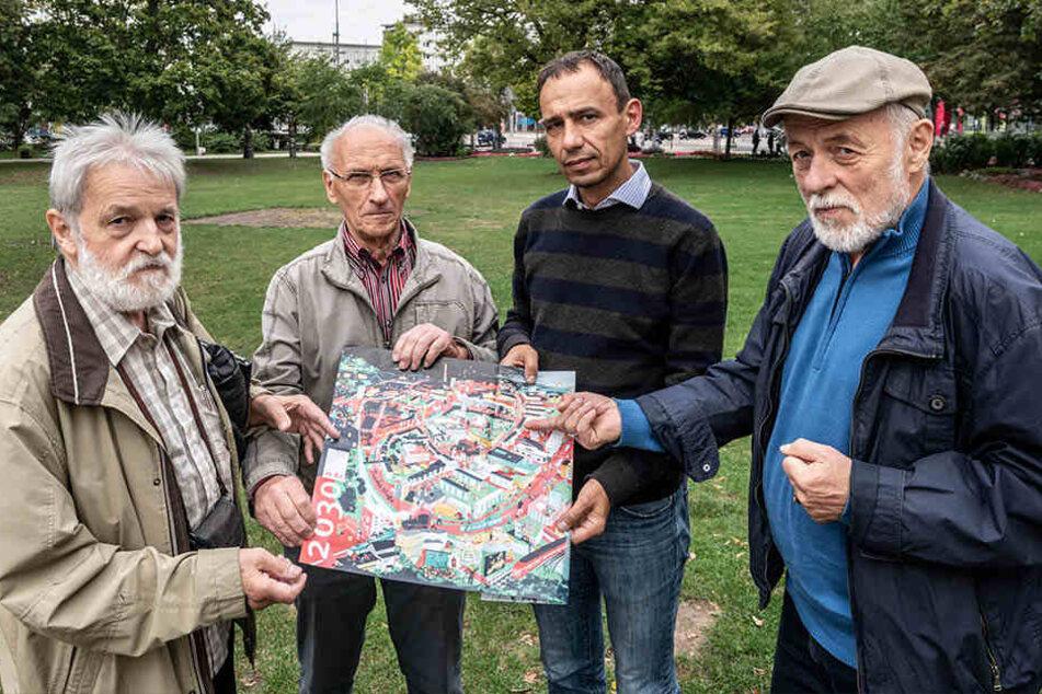 Die Mitglieder des Stadtforums Michael Backhaus (71, v.l.), Karl Richter (81), Frank Kotzerke (46) und Gert Rehn (75) protestieren gegen die Bebauungspläne.