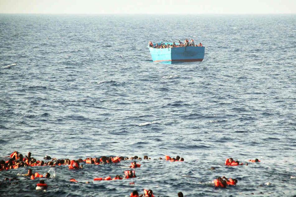 Viele Tote! Flüchtlingsboot gekentert: Die meisten Opfer sind kleine Kinder