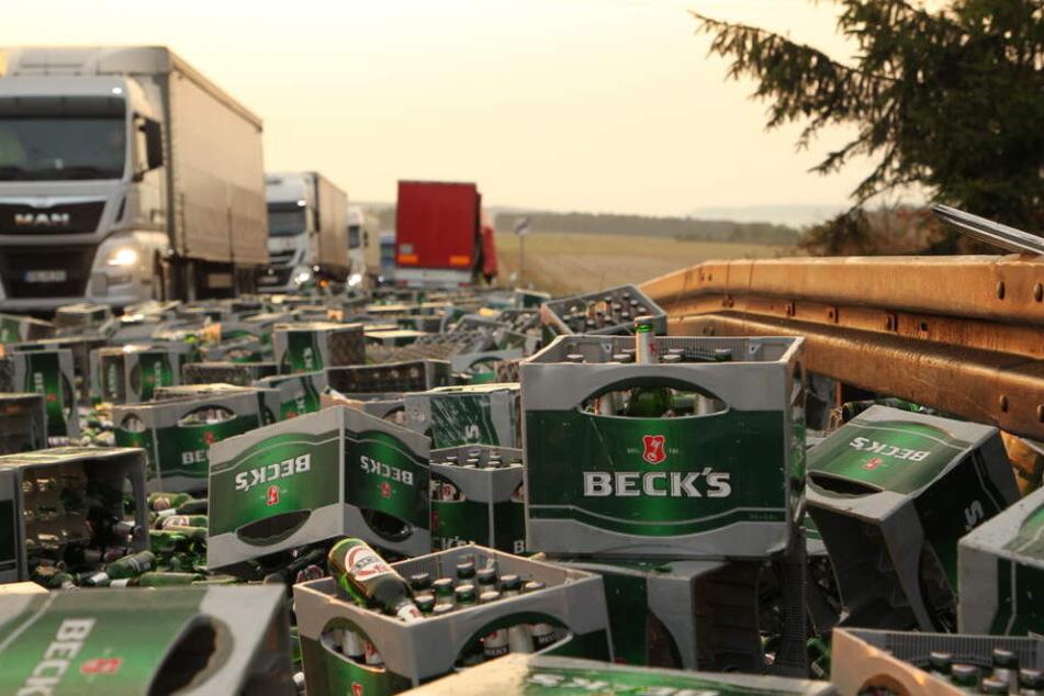 Auf der ganzen Straße verteilte sich das Bier.