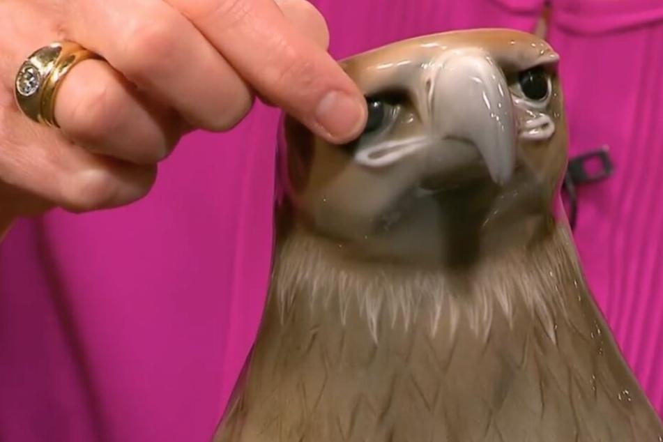 """Dieser Adler aus Porzellan soll bei """"Bares für Rares"""" unter den Hammer kommen."""