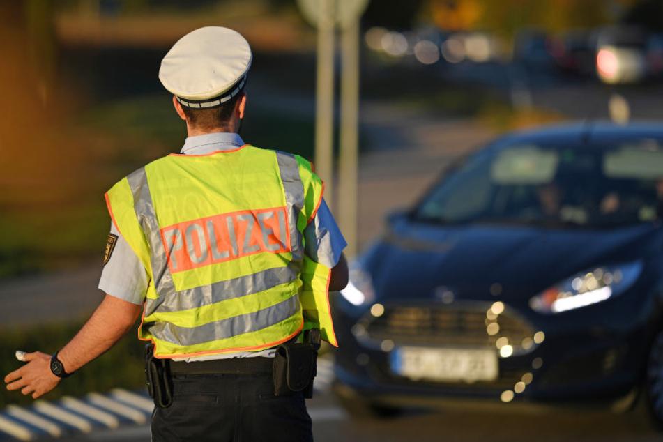 Festnahme bei Autobahn-Kontrolle: Warum wird ein Polizist abgeführt?