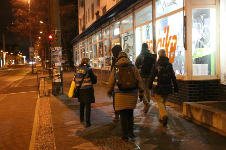 """Freiwillige durchforsteten die Berliner Straßen unter dem Motto """"Nacht der Solidarität"""""""