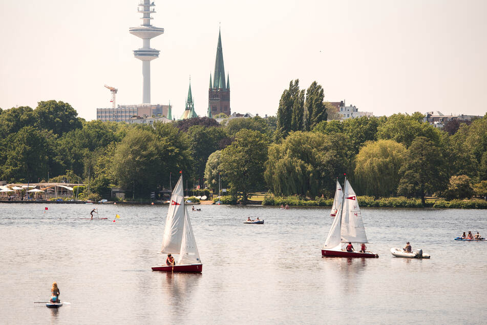 Die erwarteten Höchstwerte liegen am Dienstag bei schwül-warmen 26 Grad in Hamburg.