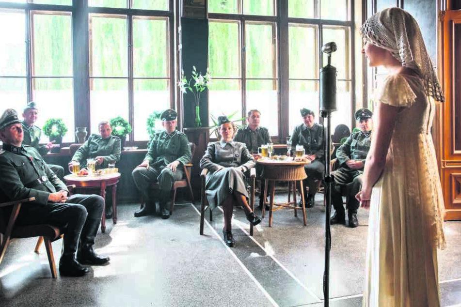 """Die Drama-Serie """"Der Krieg und ich"""" erzählt die Geschichten von Kindern im  Zweiten Weltkrieg. Ein erster Einblick in eine Szene aus der achten Folge, die  in Auschwitz spielen soll ..."""