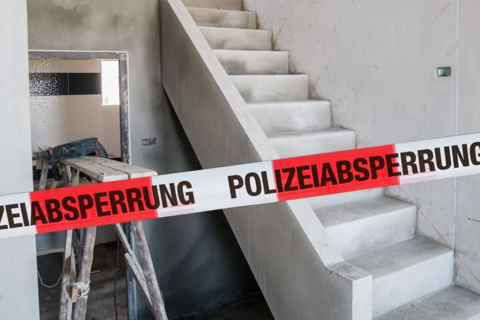 Schwerer Arbeitsunfall in Sachsen: Betontreppe stürzt auf Männer