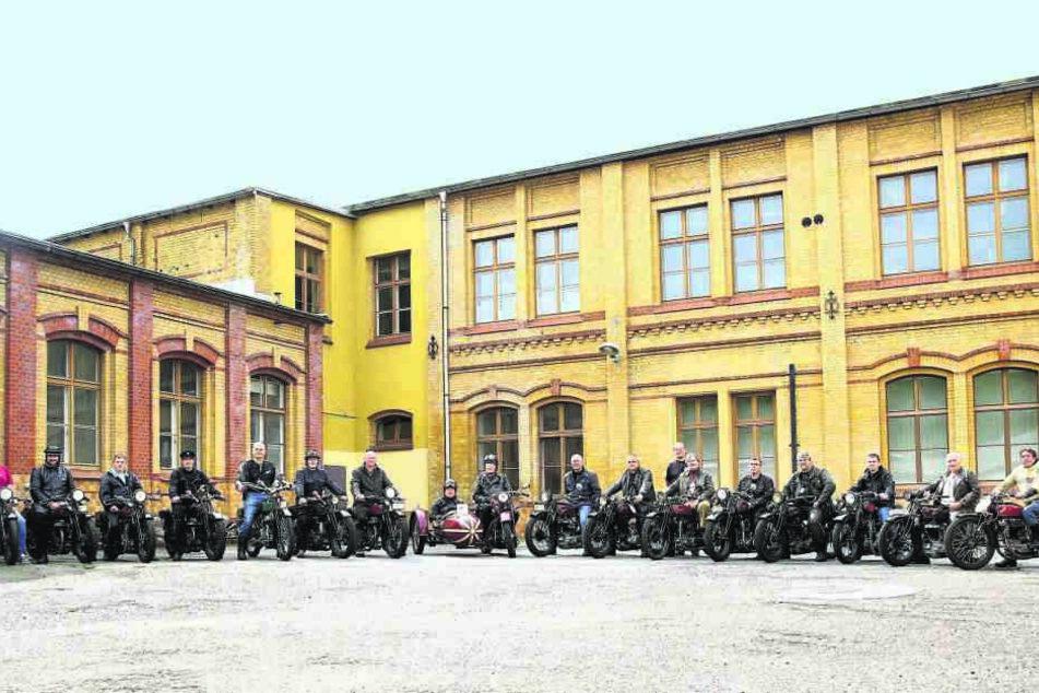 1. Schüttoff-Fahrertreffen in Chemnitz: Oldtimerfans der alten Chemnitzer  Marke trafen sich in der Rößlerstraße.