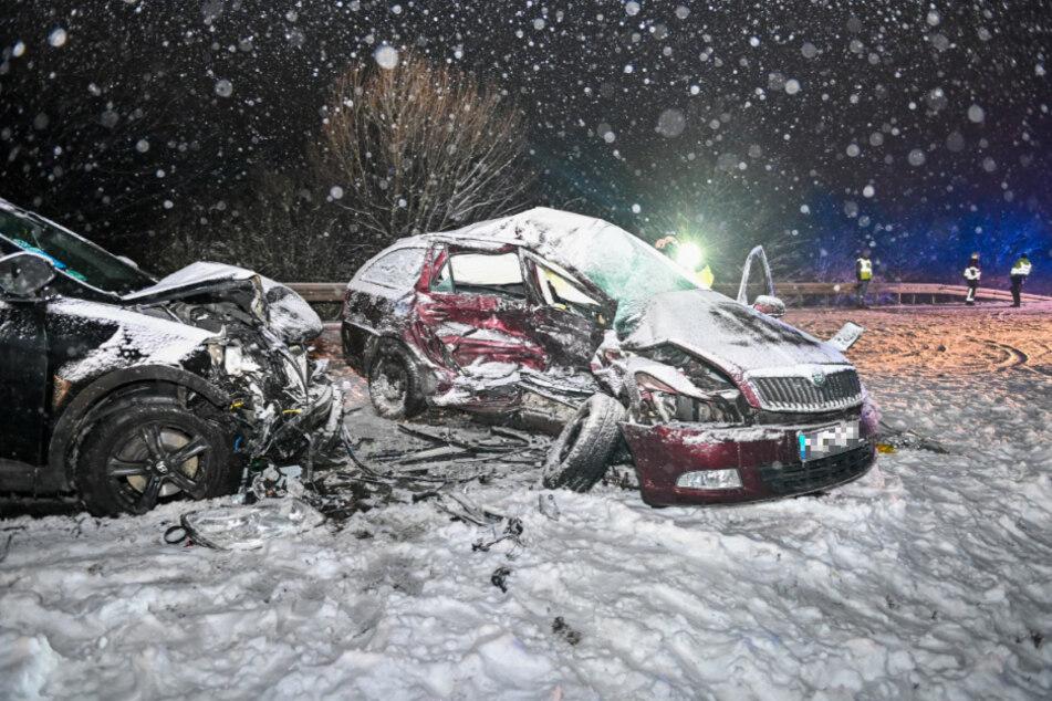 Beide Autos erlitten einen Totalschaden.