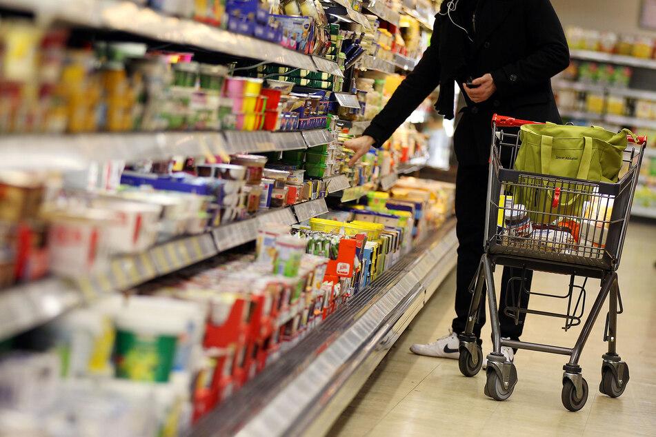 Prügel im Supermarkt: Männer wollen keine Maske tragen und attackieren den Wachschutz