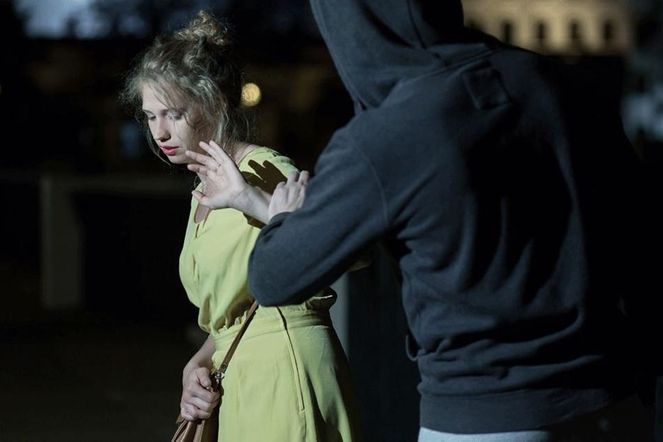 Eine der Frauen würgte der Mann bis zur Bewusstlosigkeit (Symbolbild).