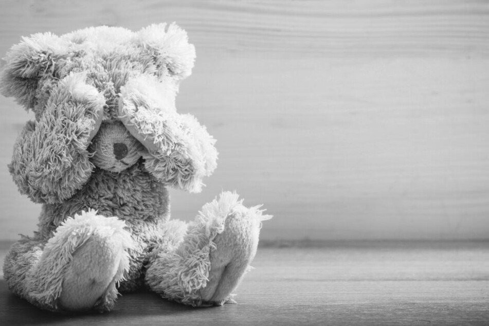 Die Eltern versuchten noch alles menschenmögliche, um ihren kleinen Sohn zu retten. Leider konnten sie nichts mehr für ihn tun. (Symbolbild)