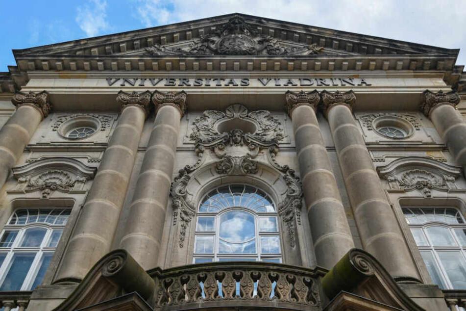 Die Europa-Universität Viadrina in Frankfurt Oder musste geräumt werden. (Symbolbild)