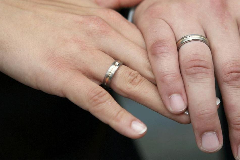 Diese Ehe begann mit einem Fiasko (Symbolbild).