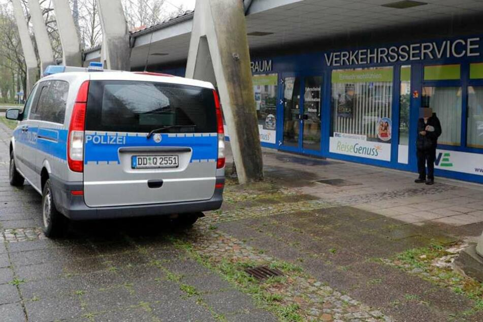 Ein Polizeifahrzeug am Chemnitzer Busbahnhof.