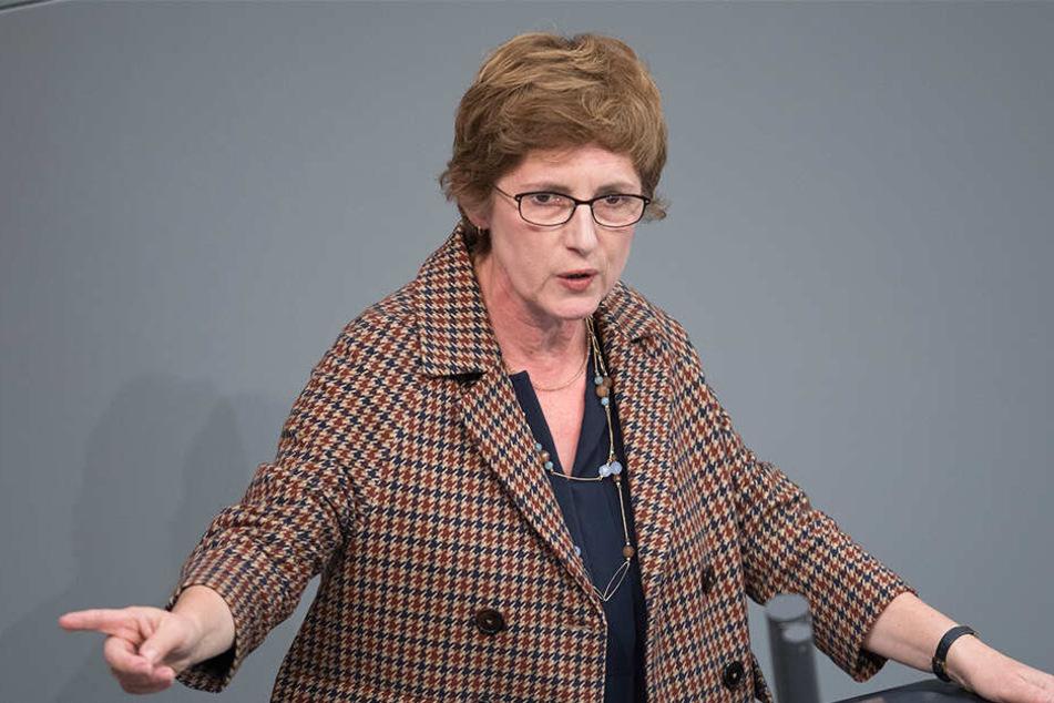 Britta Haßelmann, parlamentarische Geschäftsführerin der Grünen findet den Umgang der Alternative für Deutschland mit dem Spenden-Thema unerträglich.