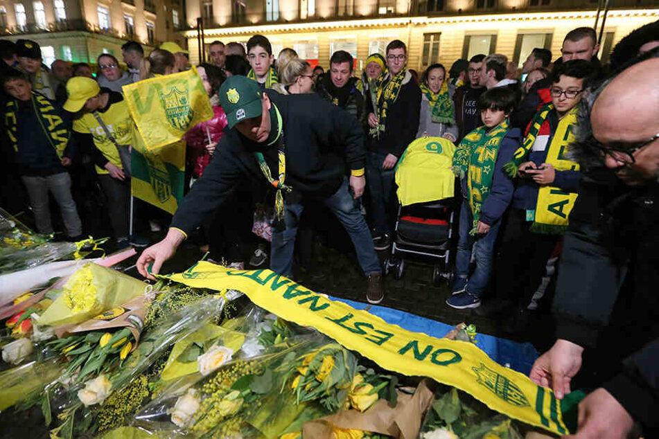 Die Anhänger des französischen Fußball-Erstligisten FC Nantes versammelten sich, um Emiliano Sala zu gedenken.