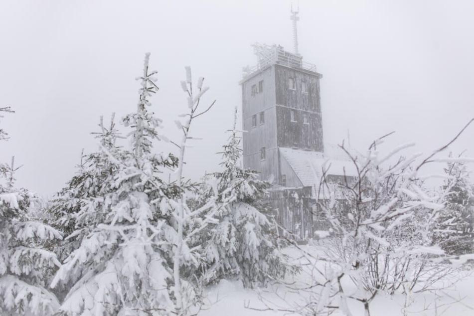 Auf dem Fichtelberg ist es winterlich.