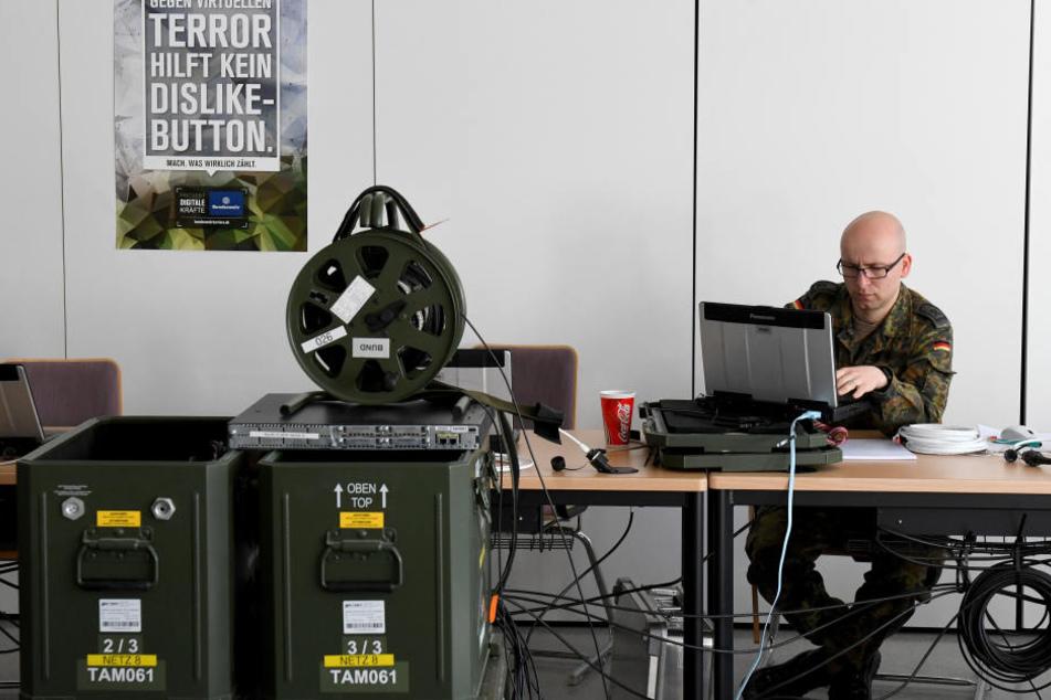 Die Bundeswehr wirbt seit Monaten um Computer-Spezialisten.