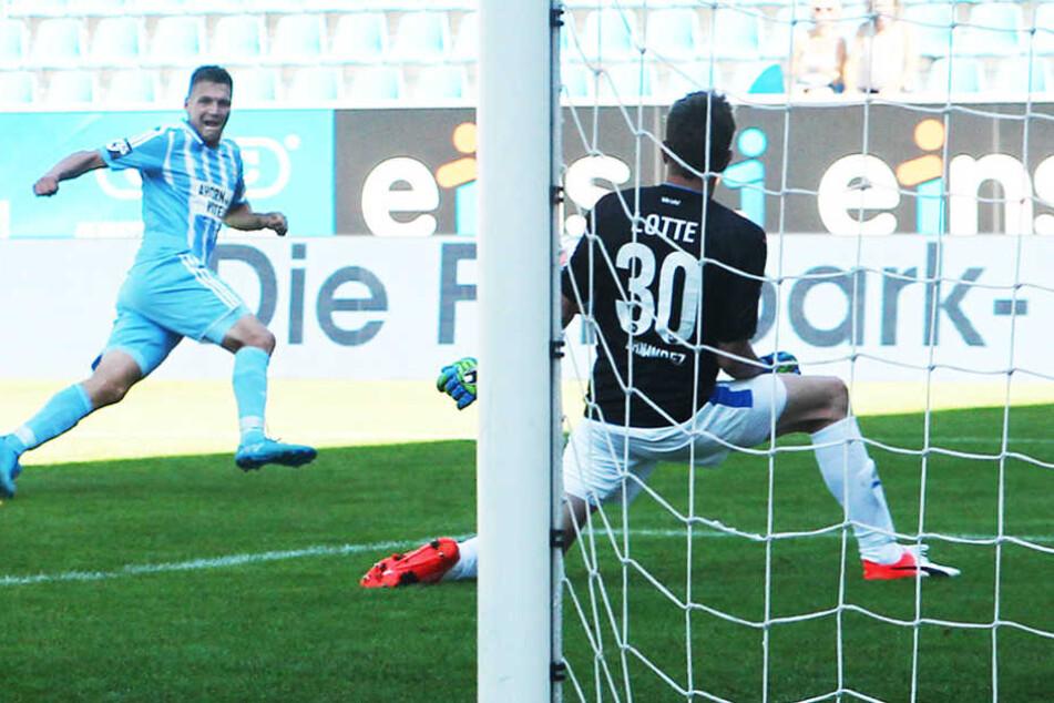 Beim 0:1 gegen Lotte scheiterte Daniel Frahn in der Schlussphase an Torhüter Benedikt Fernandez.