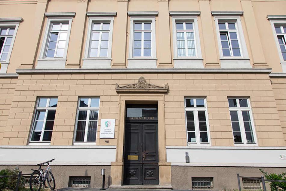 Vorm Landgericht Detmold wird gegen die 31-Jährige verhandelt.