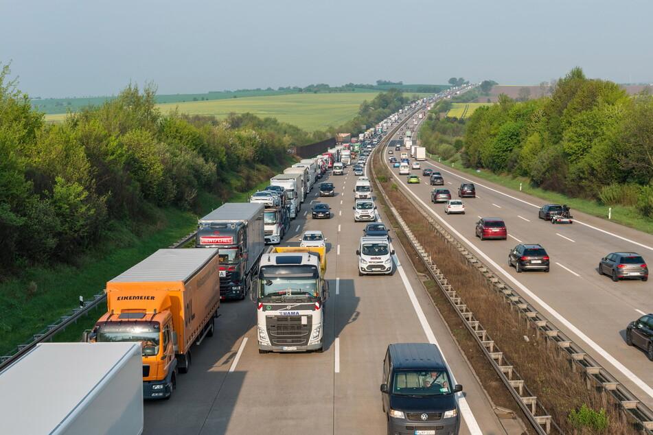Auf der A4 zwischen dem Dreieck Nossen und Bautzen stockt oder steht der Verkehr oft - das soll sich ändern.