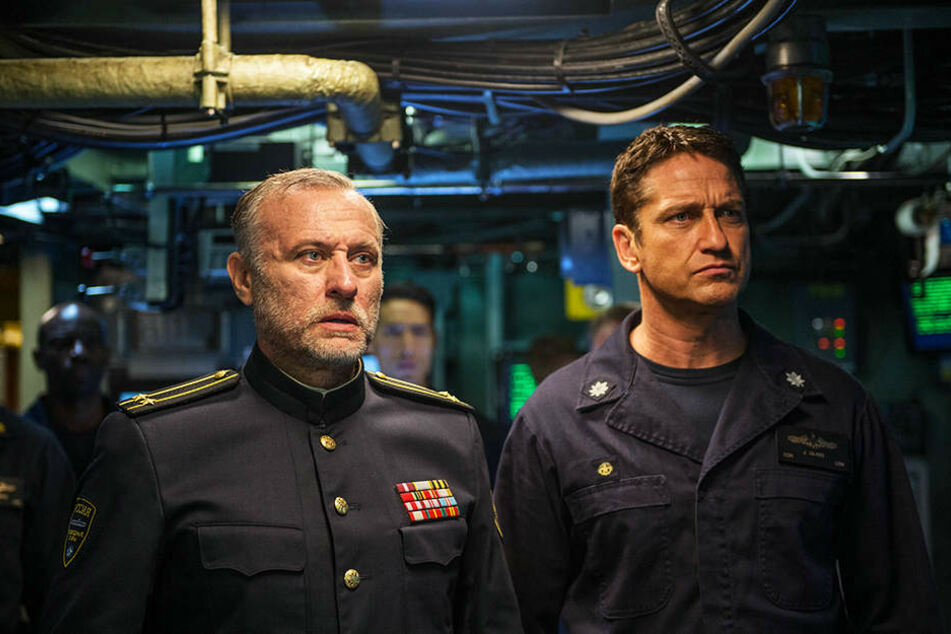US-U-Boot-Captain Joe Glass (r., Gerard Butler) und sein russischer Verbündeter Captain Sergi Andropoyov (l., Michael Nyqvist) müssen gemeinsam einige schwere Entscheidungen treffen.