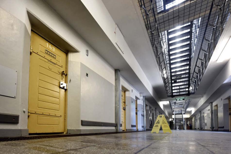 Die Tür zur Zelle 143 in der Klever Justizvollzugsanstalt.