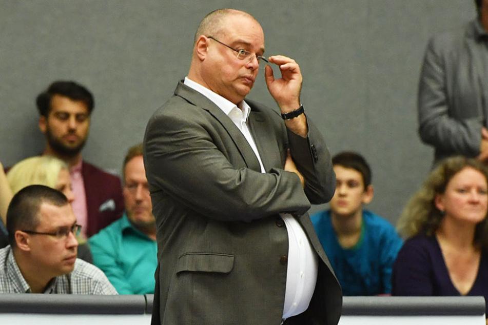 Coach Steven Clauss zieht ein langes Gesicht: Die zwölfte Niederlage in der Saison zerrt an den Nerven.