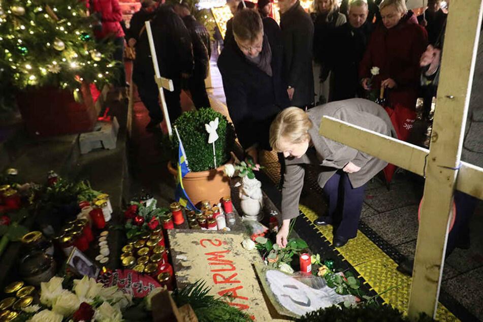Angela Merkel bei der Gedenkstätte.
