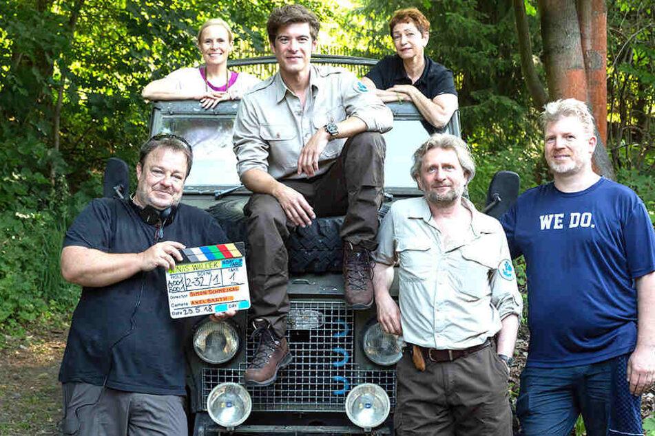 Philipp Danne (2.v.l. vorn) arbeitet als Ranger in der Sächsischen Schweiz. Er wird in der TV-Serie Jonas Waldek in genau dieser Rolle zu sehen sein.