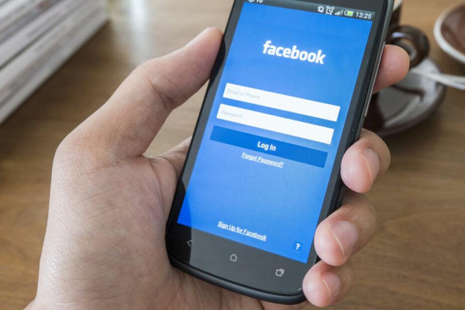 Bei Facebook teilte ein Mann einen Haftbefehl. (Symbolbild)