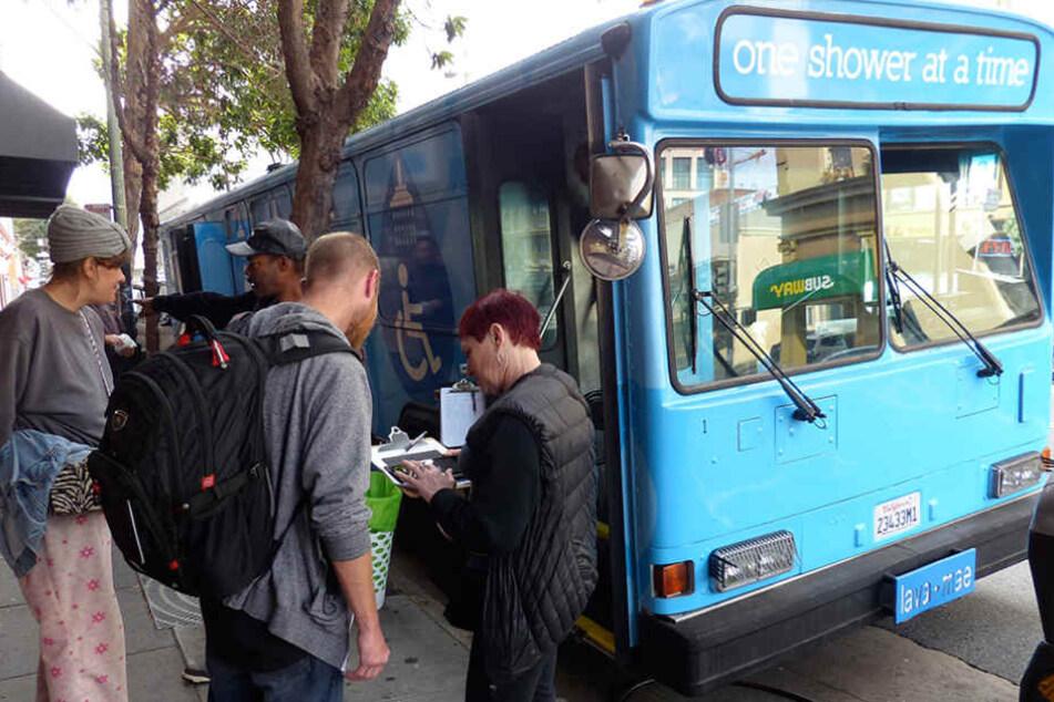 Mehr Hilfe für Obdachlose: Duschbus soll kommen!