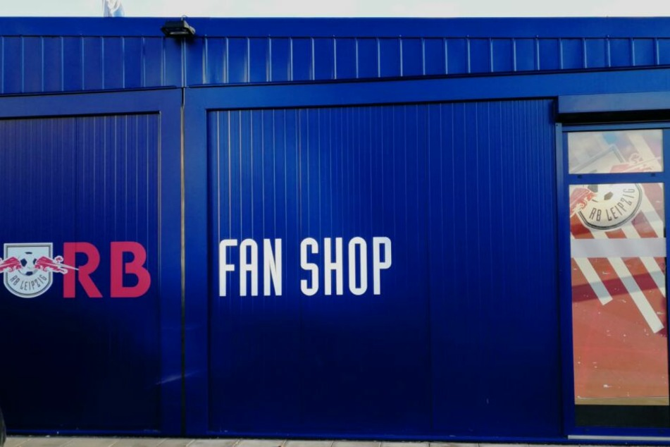 Dieser RB-Fanshop ist am Donnerstag besprüht worden. Am Freitag waren die Spuren bereits beseitigt.