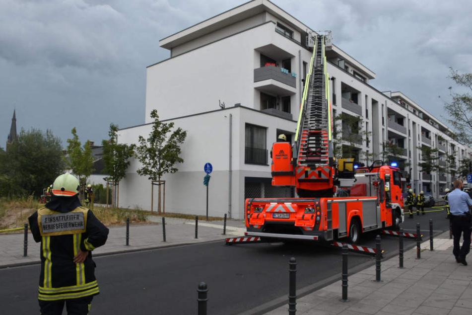 Die Feuerwehr beim Einsatz in Köln-Kalk