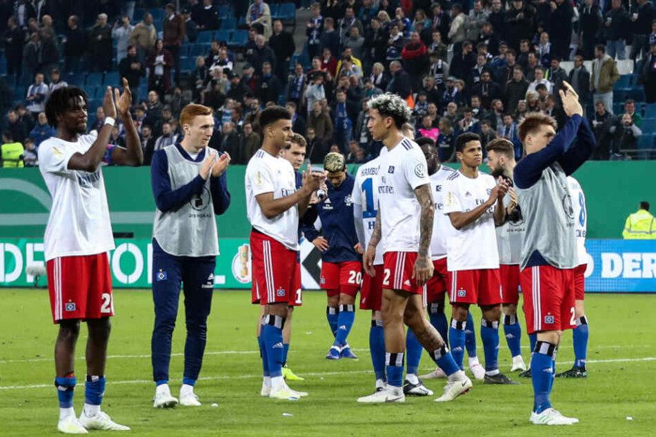 Die Hamburger Spieler bedankten sich nach dem Spiel bei den Fans für deren großartige Unterstützung.