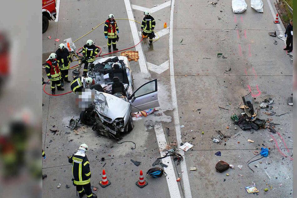 Drei Insassen des Opels starben bei dem Horrorcrash.