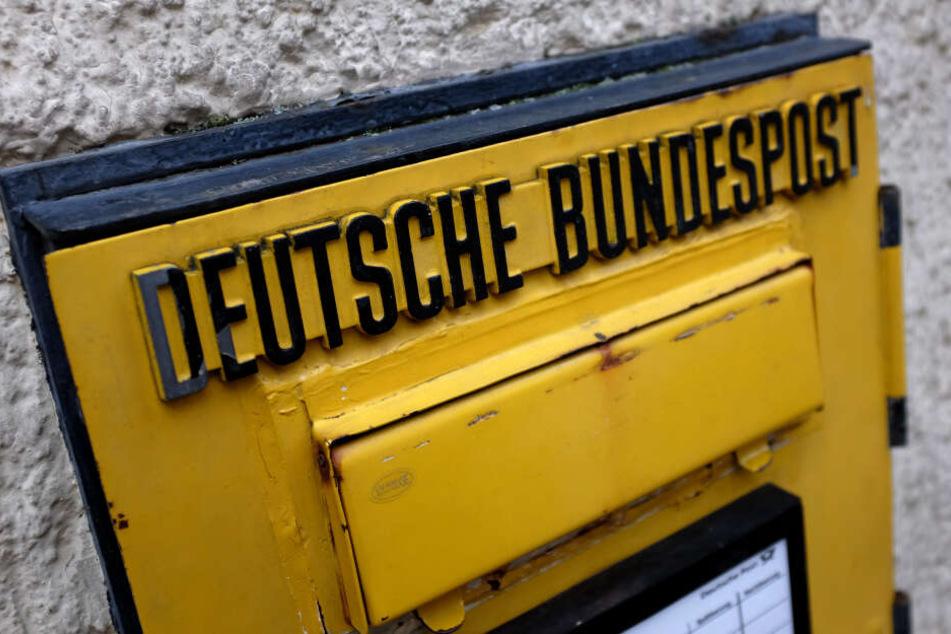 Ein alter Briefkasten der ehemaligen Deutschen Bundespost.