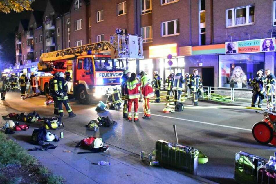 Die Feuerwehr rückte mit umfangreichen Material zum Einsatz aus.
