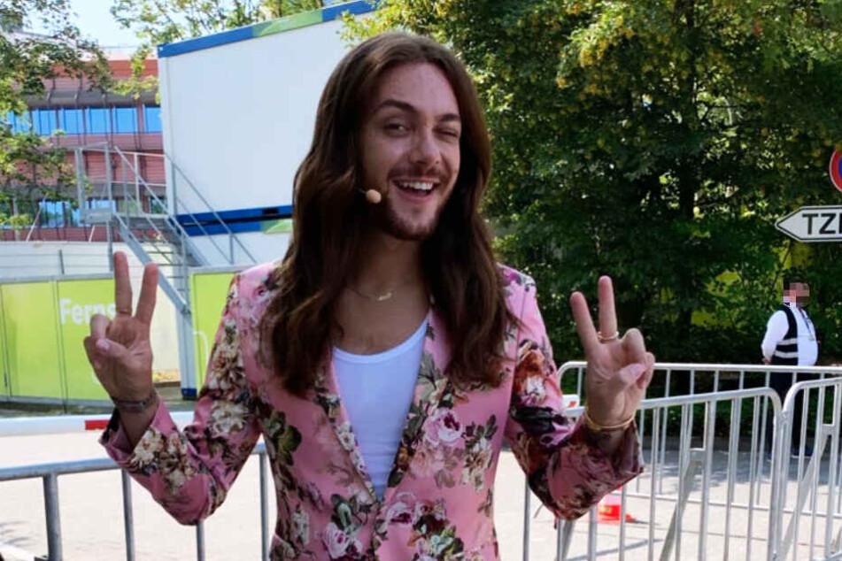 In der Mitte der Sendung wechselte Riccardo Simonetti sein Outfit.