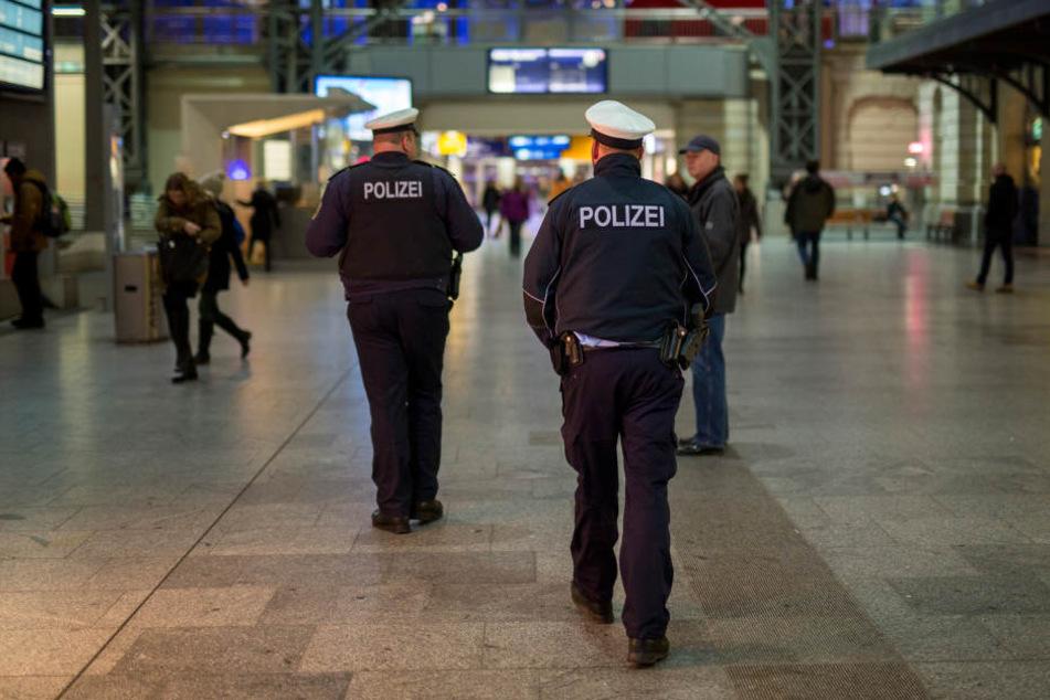 Am Dresdner Hauptbahnhof ist ein Leipziger am Donnerstagabend so richtig ausgerastet.
