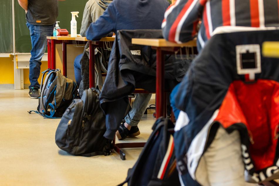 """""""Gleich und gleich gesellt sich gern"""": Was Sitzordnungen mit Schulnoten zu tun haben"""
