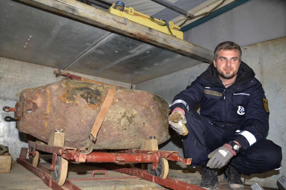 Sven Rasehorn, Feuerwerker des Stuttgarter Kampfmittelbeseitigungsdienstes entschärfte die Bombe.
